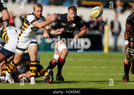 Barnet Copthall, London, UK. 09th Oct, 2016. Aviva Premiership Rugby. Saracens versus Wasps. Dan Robson of Wasps - Stockfoto