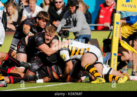 Barnet Copthall, London, UK. 09th Oct, 2016. Aviva Premiership Rugby. Saracens versus Wasps. Mako Vunipola of Saracens - Stock Photo
