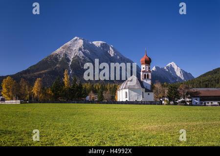 Austria, Tyrol, Wetterstein Range, Leutaschtal, Leutasch, district Kirchplatzl, autumn in Oberleutasch against Miemingen - Stock Photo