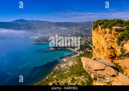 France, Provence, Bouches-du-Rhône, Riviera, Cassis, Baie de Cassis, view from Route des CrÛtes in Cap Canaille - Stock Photo