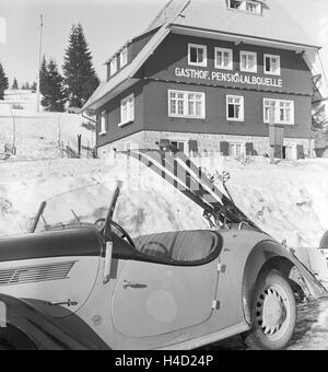 Skigebiet am Feldberg im Schwarzwald, Deutsches Reich 1930er Jahre. Ski region at Feldberg in the Black Forest, - Stock Photo