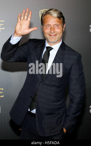 Hollywood, USA. 20th Oct, 2016. Mads Mikkelsen at the World premiere of 'Doctor Strange' held at the El Capitan - Stock Photo