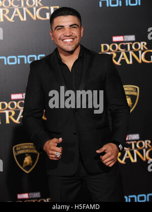 Hollywood, California, USA. 20th Oct, 2016. Victor Ortiz arrives for the premiere of the film 'Doctor Strange' at - Stock Photo