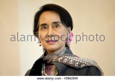Myanmar pro-democracy leader Aung San Suu Kyi visits at Bellevue presidential palace in Berlin April 10, 2014.  - Stockfoto