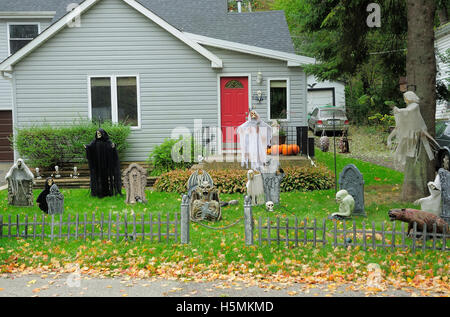 Halloween Cemetery Display In Front Yard Stock Photo Royalty Free Image 124000369 - Alamy