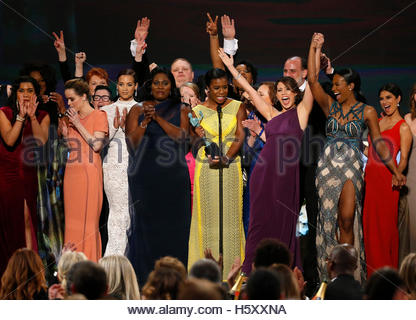 Uzo Aduba (C), of the Netflix series 'Orange is the New Black,' accepts the award for Outstanding Performance by - Stockfoto