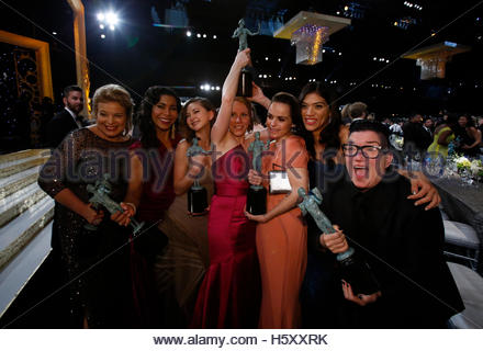 Cast members of the Netflix series 'Orange is the New Black' celebrate their award for Outstanding Performance by - Stockfoto