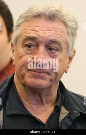 New York, NY, USA. 21st Oct, 2016. Robert De Niro at the press conference for A BRONX TALE THE MUSICAL Meet and - Stock Photo