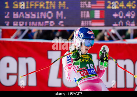 Solden, Austria. 22nd Oct, 2016. Mikaela Shiffrin of of USA celebrates in the finish area of the second run of FIS - Stock Photo