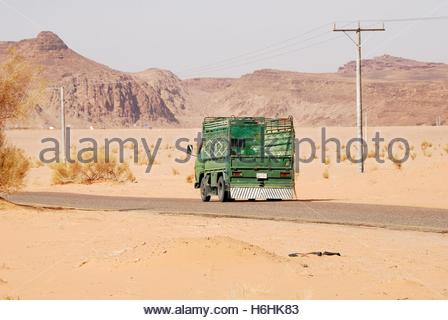 Small truck on a lonely road near the Wadi Rum desert, Jordan - Stockfoto