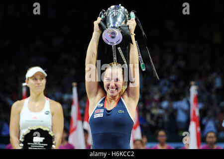 Singapore. 30th Oct, 2016. Dominika Cibulkova of Slovakia holds the trophy during the victory ceremony after winning - Stockfoto