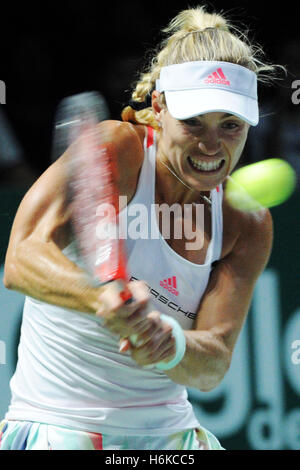 Singapore. 30th Oct, 2016. Angelique Kerber of Germany competes during the WTA Finals match against Dominika Cibulkova - Stockfoto
