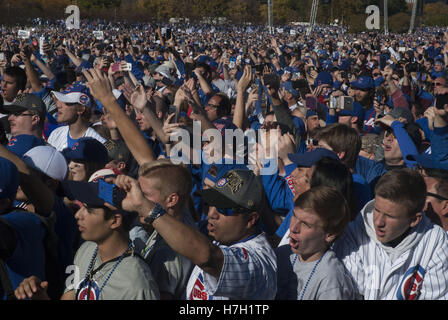 Chicago, Illinois, USA. 4th Nov, 2016. 5 Million ecstatic Chicagoans lined the parade route and filled Grant Park - Stock Photo