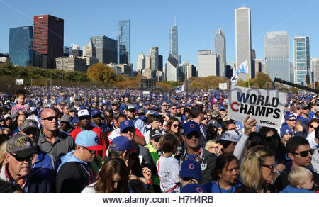 Chicago, USA. 4th Nov, 2016. Chicago Cubs fans attend a rally in Grant Park to celebrate the team's World Series - Stock Photo