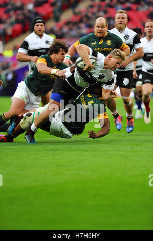 London, UK. 05th Nov, 2016. Robert du Preez (Barbarians Fly-half. Stormer, South Africa) being tackled by Rohan - Stock Photo