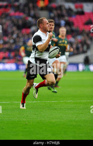 London, UK. 05th Nov, 2016. Matt Faddes (Barbarians Centre, Highlanders, New Zealand) running with the ball during - Stock Photo