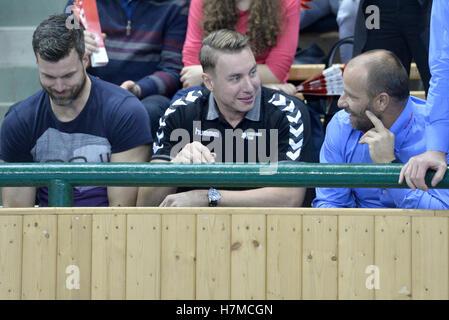 Pilsen, Czech Republic. 05th Nov, 2016. Wounded Filip Jicha (centre) with fans during the men's handball European - Stock Photo