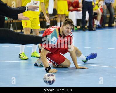 Pilsen, Tschechische Republik. 5. November 2016. Leos Petrowski von tschechischen in Aktion während der Herren Handball - Stockfoto