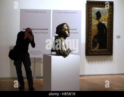St Petersburg, Russia. 10th Nov, 2016. The Giovanni Boldini: Painter of the Belle Epoque exhibition at Hermitage's - Stock Photo