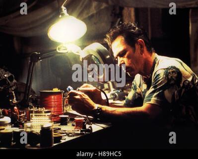 Explosiv - Blown Away, (BLOWN AWAY) USA 1995, Regie: Stephen Hopkins, TOMMY LEE JONES, Stichwort: Basteln - Stock Photo