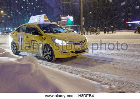 St. Petersburg, Russia, 10th November, 2016. Frosted taxi on the street under snowfall. More than 20 cm of snow - Stock Photo