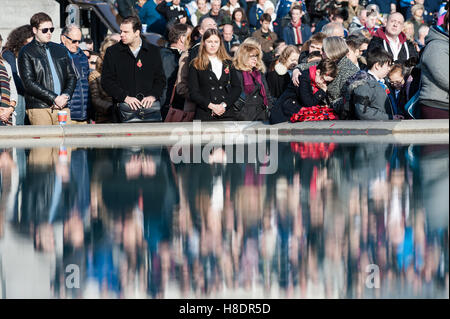 London, UK. 11th November 2016. The Royal British Legion hosts Armistice Day commemorations with 'Silence In The - Stockfoto