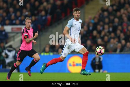 Wembley Stadium, London, UK.11th November 2016.  Gary Cahill intercepts the ball during the FIFA World Cup Qualifier - Stockfoto
