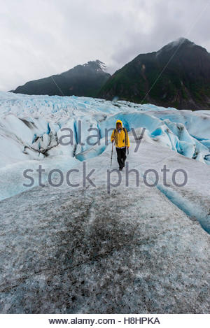 Walking on the Mendenhall Glacier (with ice crampons) on a Glacier tour with Above & Beyond Alaska, Juneau, Alaska - Stockfoto