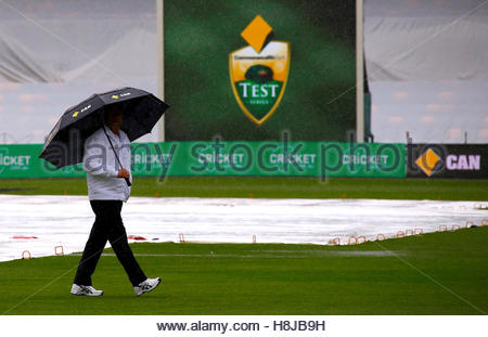 Cricket - Australia v South Africa - Second Test cricket match - Bellerive Oval, Hobart, Australia - 13/11/16 Umpire - Stock Photo