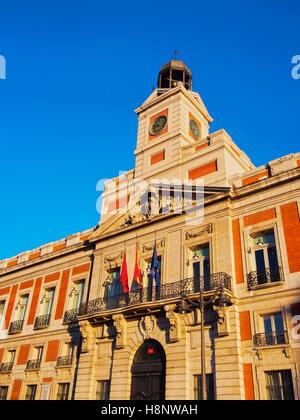 Spain madrid puerta del sol bear and arbutus tree for Direccion madrid espana