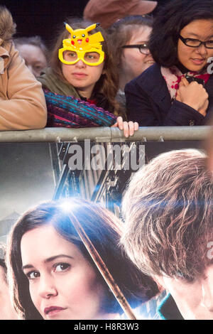 London, UK. 15th Nov, 2016. Harry Potter fans gather in Leicester Square for the European film premiere of 'Fantastic - Stock Photo
