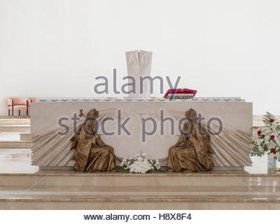 PRISTINA, KOSOVO - JUNE 2016: New altar in the interior of Roman Catholic Cathedral of Blessed Mother Teresa in - Stockfoto
