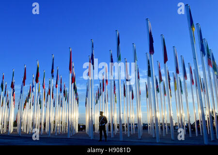 Marrakech, Morocco. 15th Nov, 2016. A Moroccan policeman stands guard outside the COP22 village during the 22nd - Stock Photo