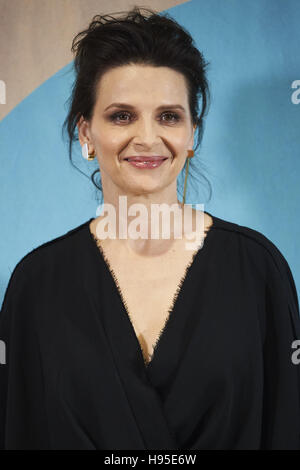 Madrid, Spain. 19th Nov, 2016. Juliette Binoche attended 'Women in Action' award to Juliette Binoche photocall at - Stockfoto