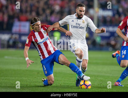 Madrid, Spain. 19th Nov, 2016. Real Madrid´s Spanish defense Daniel Carvajal and Atletico Madrid´s Brazilian defense - Stockfoto