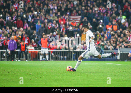 Madrid, Spain. 19th Nov, 2016. Real Madrid ?s Portuguese forward Cristiano Ronaldo  shooting the second goal during - Stock Photo