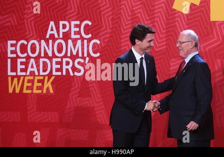 Lima, Peru. 20th Nov, 2016. Canada's Prime Minister Justin Trudeau (L) and Peru's President Pedro Pablo Kuczynski - Stock Photo