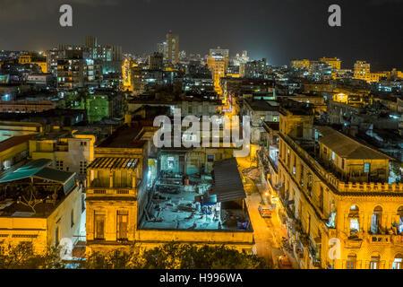 Havanna, Kuba: Erhöhten Blick auf die Altstadt Havanna-Gebäude in der Nacht - Stockfoto