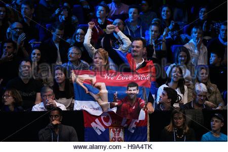 Tennis Britain - Barclays ATP World Tour Finals - O2 Arena, London - 20/11/16 Fans of Serbia's Novak Djokovic during - Stockfoto