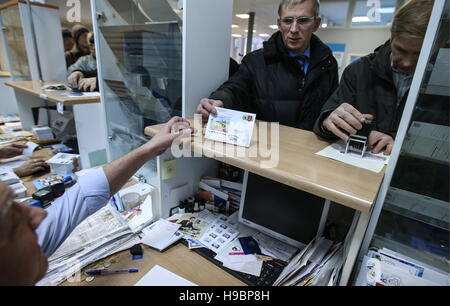 Moscow, Russia. 22nd Nov, 2016. People buying a postcard of the '2018 FIFA World Cup Russia. Host Cities' series. - Stock Photo