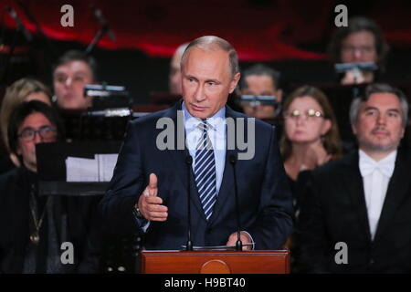 Moscow, Russia. 22nd Nov, 2016. Russia's President Vladimir Putin (C) at a concert marking Patriarch Kirill's 70th - Stock Photo