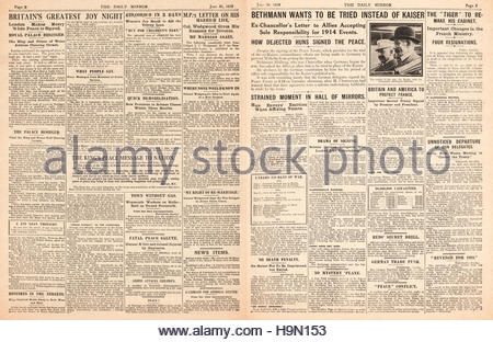 1919 Daily Mirror pages 2 & 3 Signing of the Treaty of Versailles - Stock Photo