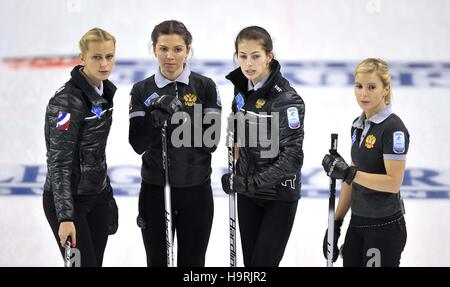 Glasgow, Scotland, UK. 26th November, 2016. (l to r) (Russian Federation) look on. Womens final. Le Gruyère AOP - Stock Photo