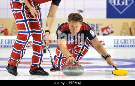 Glasgow, Scotland, UK. 26th November, 2016. Torger Nergaard (Norway, vice skip). Mens final. Le Gruyère AOP European - Stock Photo