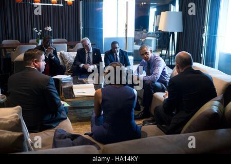 U.S. President Barack Obama meets with senior staff at the JW Marriott Hotel Lima November 19, 2016 in Lima, Peru. - Stock Photo