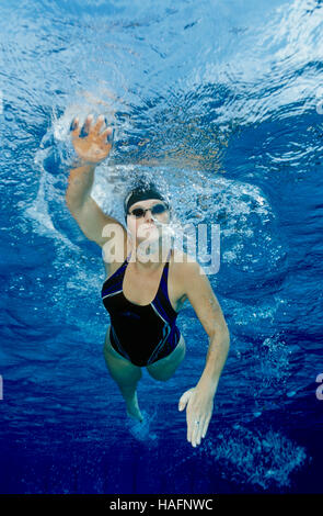 Woman, 20 year-old, training freestyle in the pool, Steyr, Upper Austria, Europe - Stockfoto