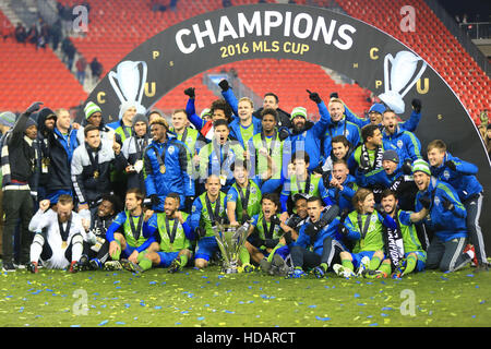 Toronto, Canada. 10th Dec, 2016. Memebers of Seattle Sounders FC celebrate during the awarding ceremony of the 2016 - Stock Photo