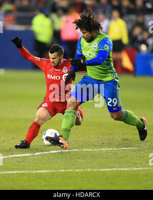 Toronto, Canada. 10th Dec, 2016. Roman Torres (R) of Seattle Sounders FC vies with Sebastian Giovinco of Toronto - Stock Photo