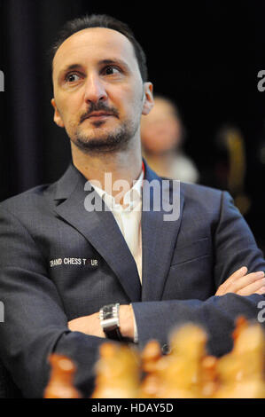 London, UK. 11th Dec, 2016. Veselin Topalov (BUL) looking relaxed as he waits for the start of professional play - Stock Photo