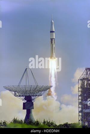 The Apollo 7 Saturn IB space vehicle launches from the Kennedy Space Center Launch Complex 34 October 11, 1968 in - Stockfoto